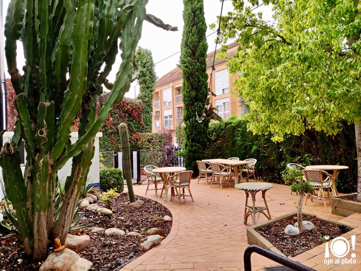 Encantadora terraza del Restaurante Vaixell La Canyada