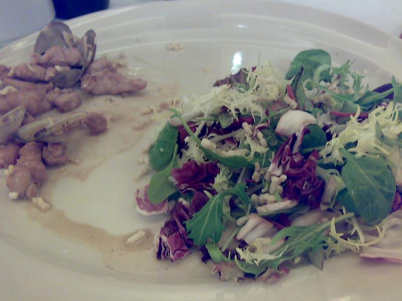 ensalada de mollejas y almejas