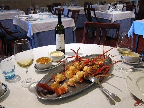 bitadorna-mesa-vino-y-langosta