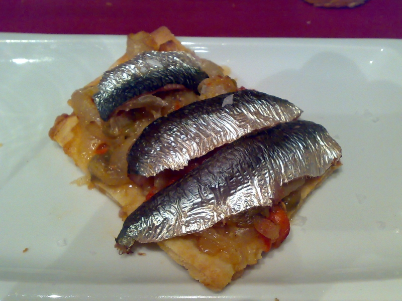 coca de sardina y escalivada