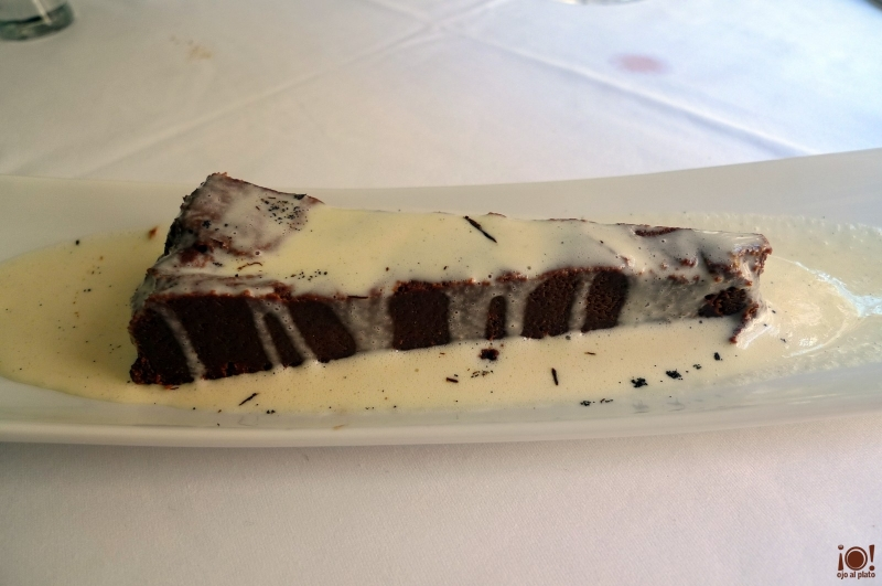 rta de chocolate con crema de vainilla